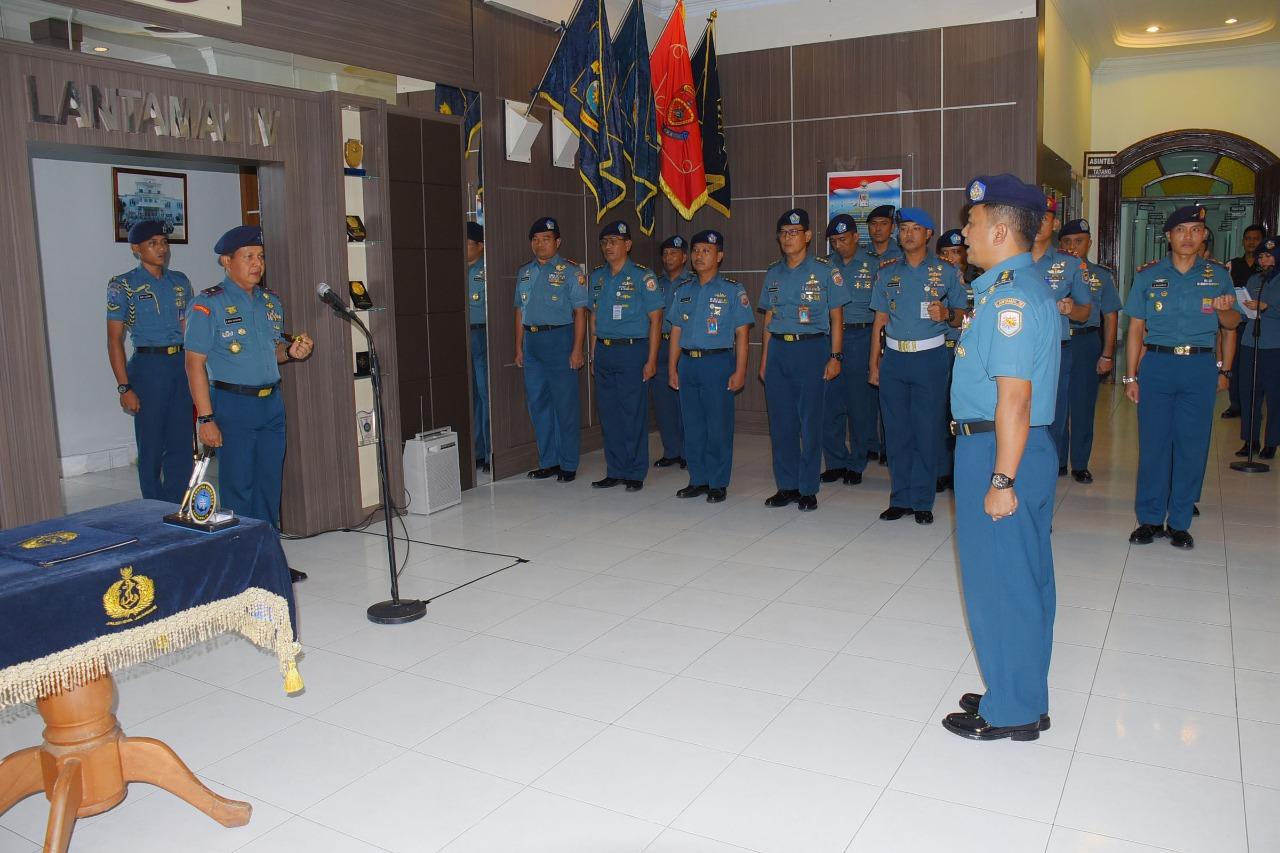 Danlantamal IV Tanjungpinang Pimpin Serah Terima Jabatan Dandenmako