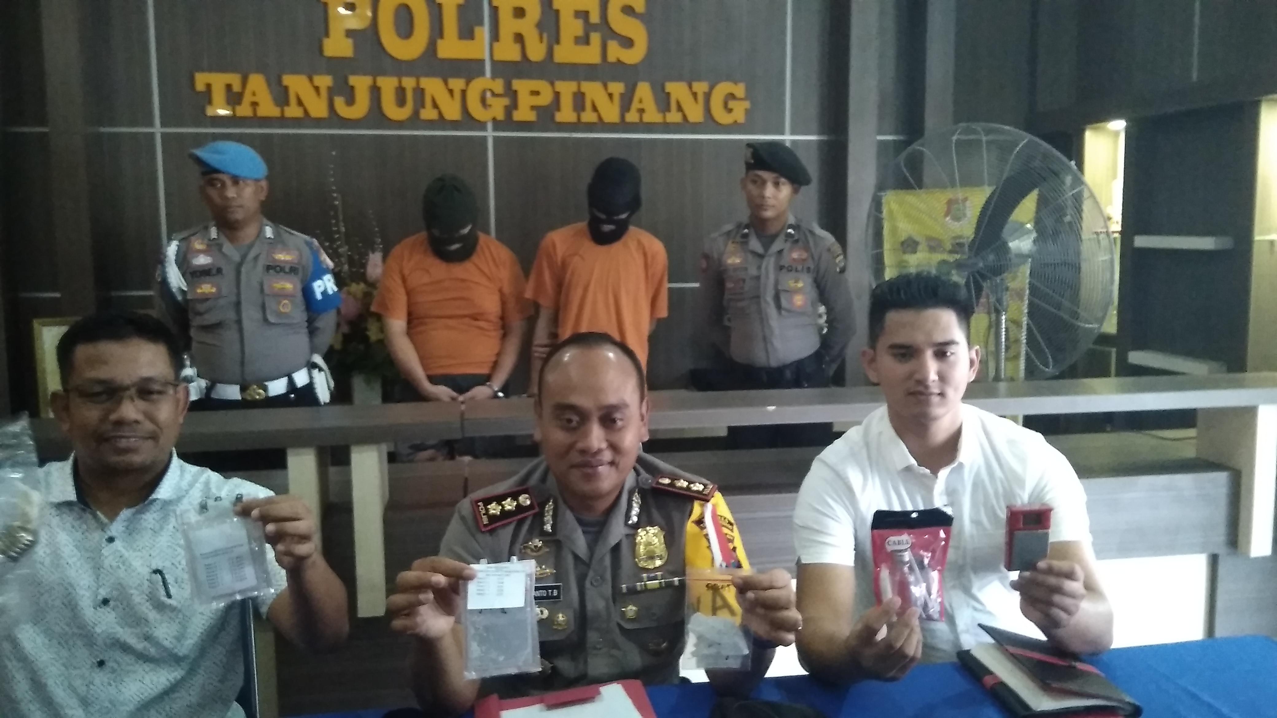 Satnarkoba Polres Tanjungpinang Tangkap Dua Pengedar 5,76 Gram Sabu
