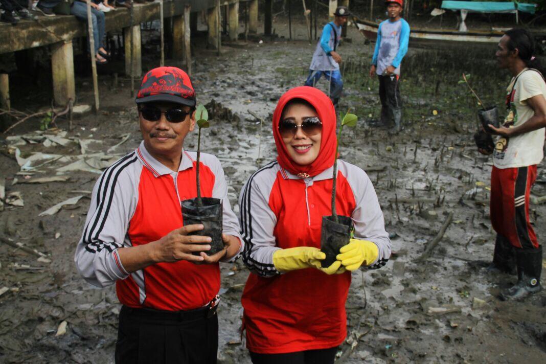 Peringati Hari Bumi, Pj. Walikota Tanjungpinang tanam mangrove