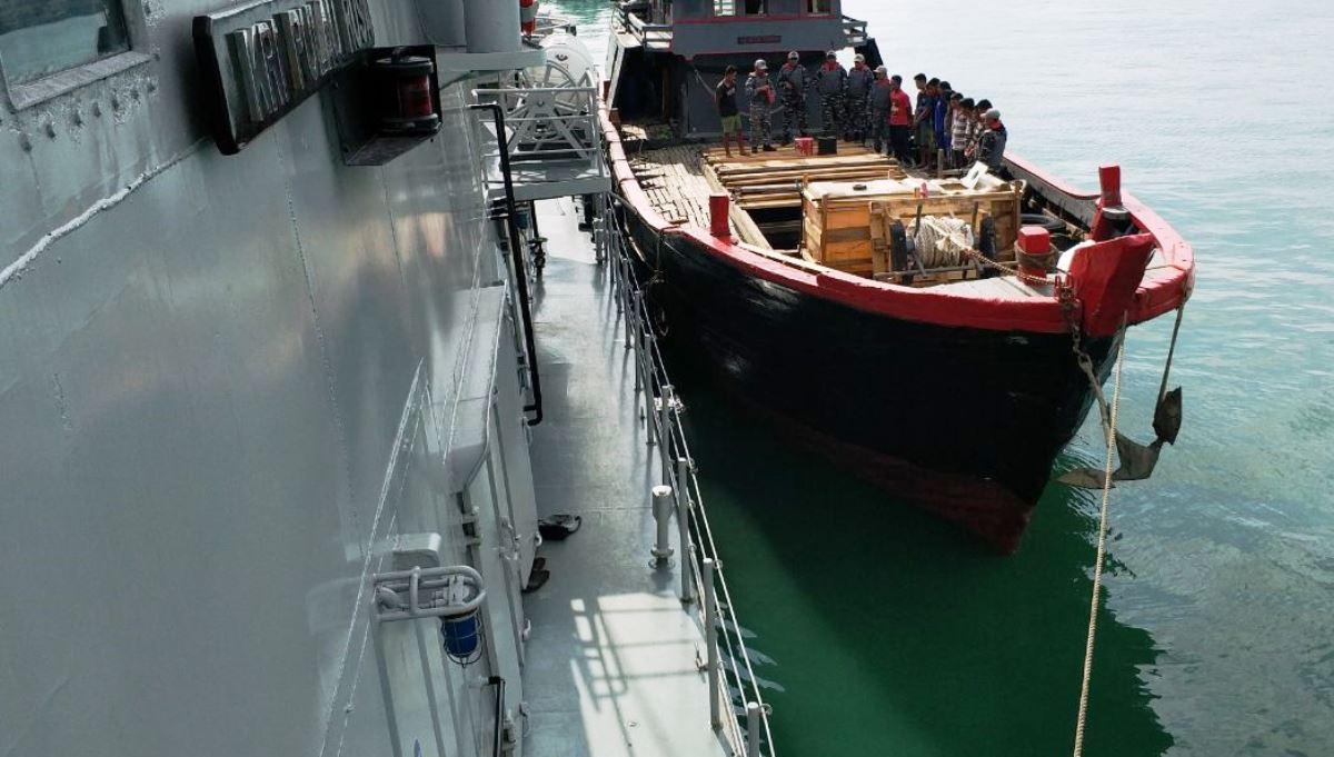 TNI-AL tangkap kapal penyelundup bawa 150 karton miras di Selat Singapura
