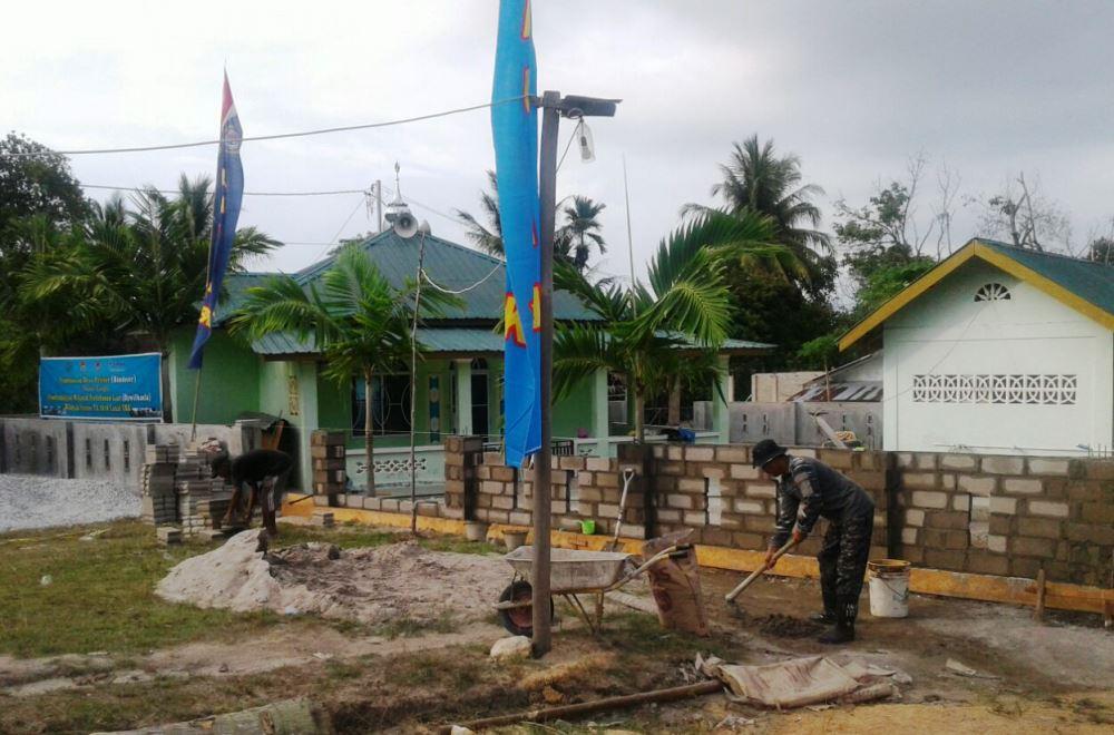 Lanal Tanjung Balai Karimun Laksanakan Karya Bhakti di Desa Pongkor