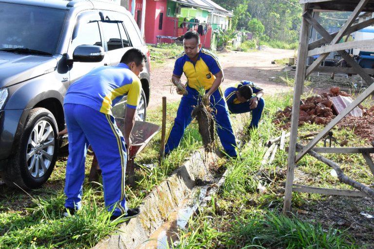 Kapolres Tanjungpinang bersama PCNU dan GP Ansor Goro Bersihkan Surau Arafah