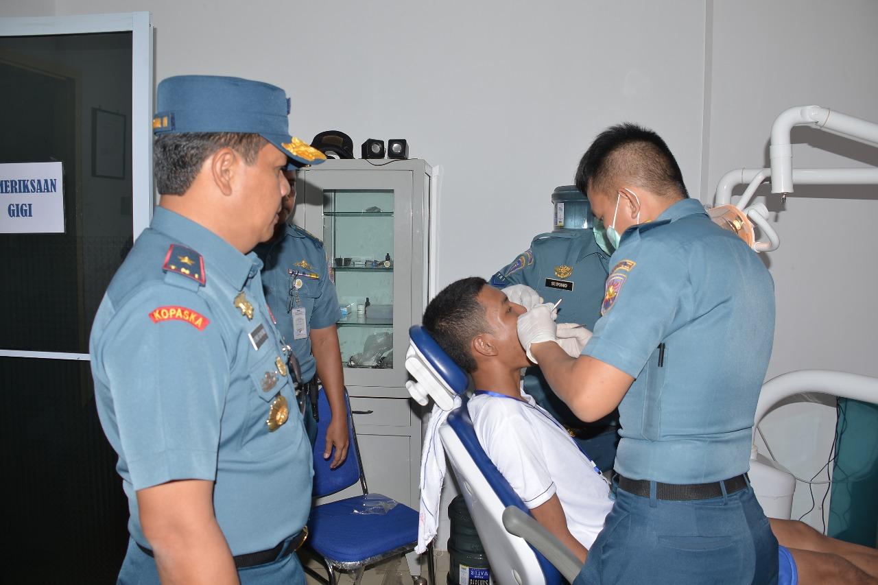 Danlantamal IV Pantau Langsung Tes Kesehatan 414 Calon Prajurit