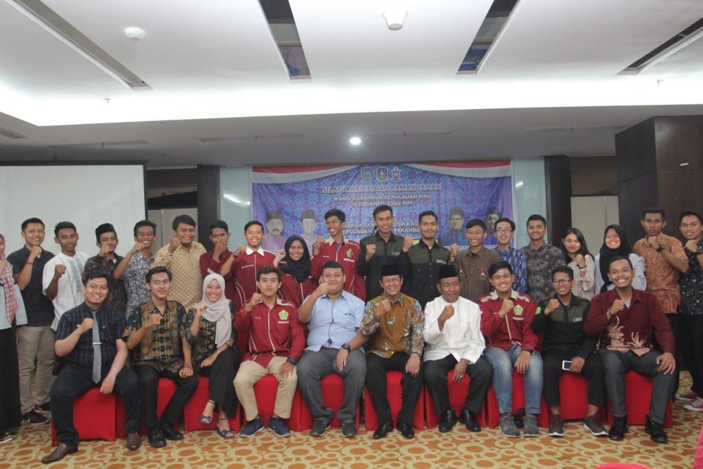 Isdianto silahturahim dengan warga Kepri di Pekanbaru