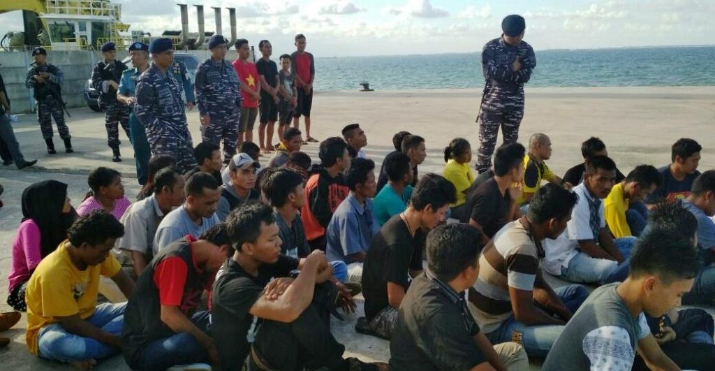 WFQR IV Koarmabar Gagalkan Keberangkatan 49 TKI Ilegal di Perairan Batam