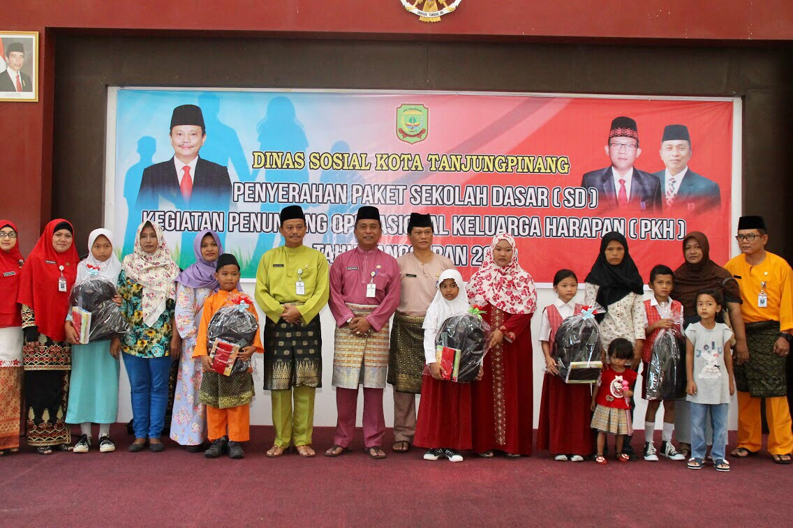 Dinsos Tanjungpinang Beri Bantuan Paket untuk Anak penerima PKH