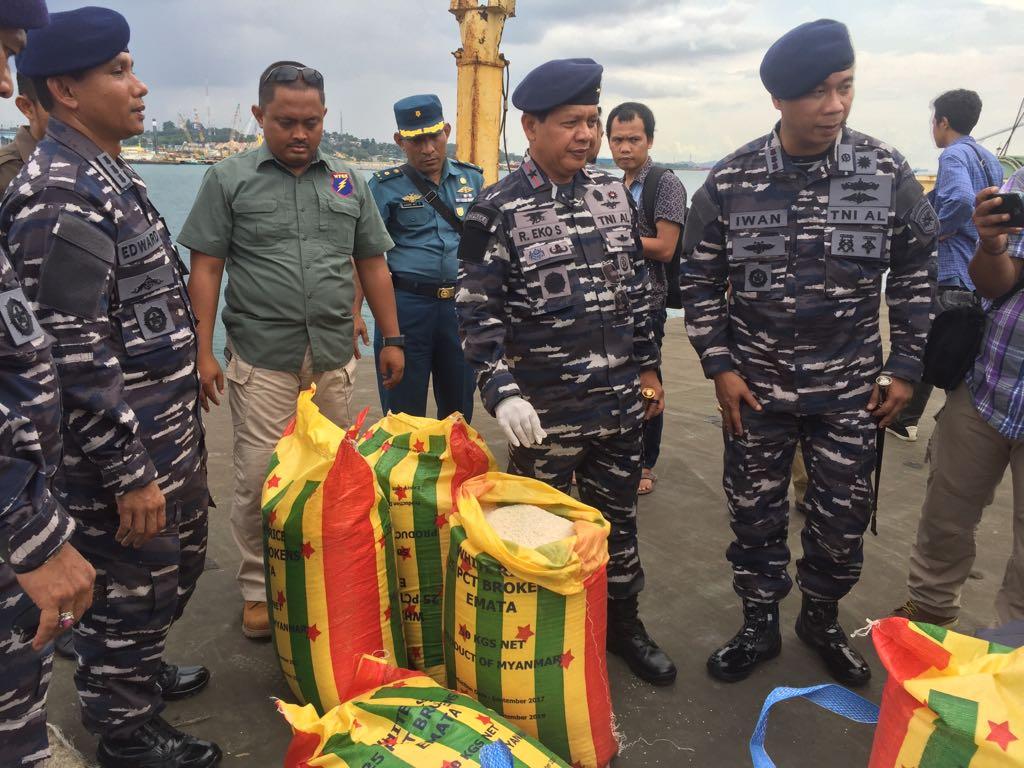 TNI-AL Tangkap Dua Kapal Berbendera Panama Saat Transfer Beras Dilaut