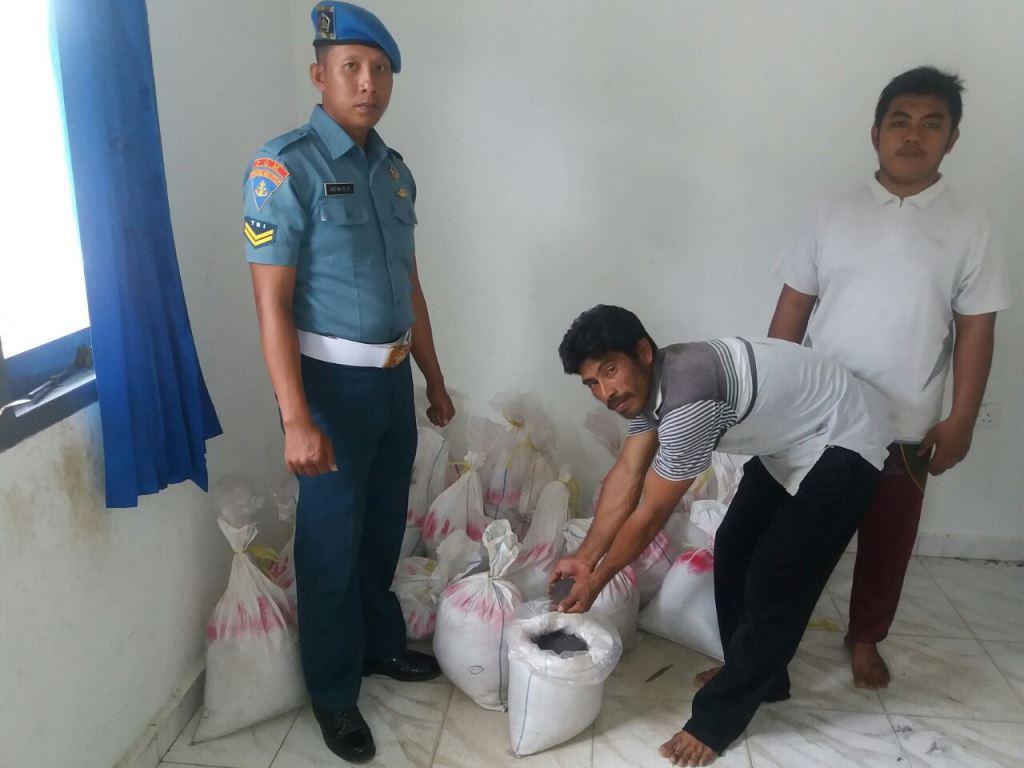 Lanal Dabo Singkep Tangkap Kapal Penyelundup Timah