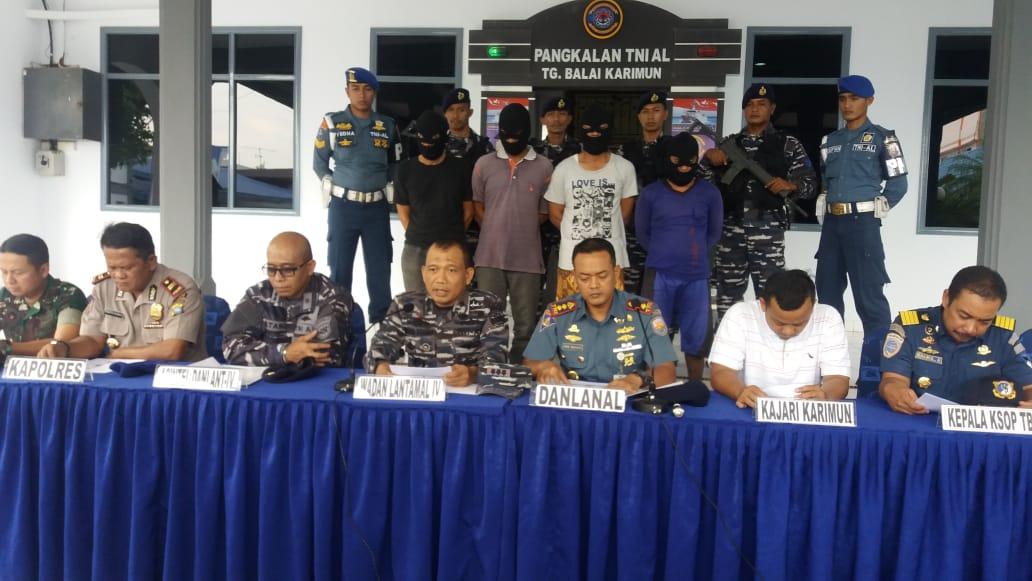 Tim WFQR IV Koarmada I Tangkap Delapan Orang Diduga Akan Merompak di Perairan Karimun