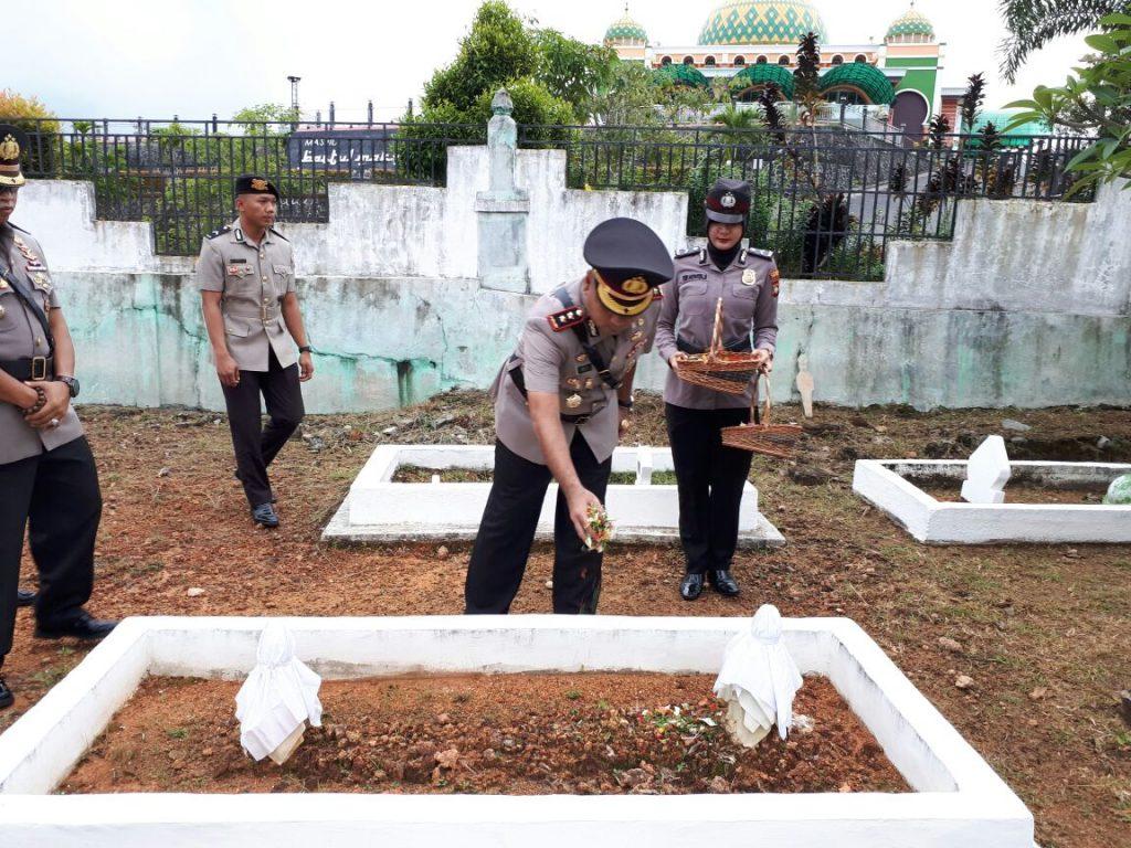Mengenang Jasa Parah Pahlawan Polres Bintan Melaksanakan Upacara Serta Tabur Bunga Dalam Rangka Memperingati Hut Bhayangkara ke 72