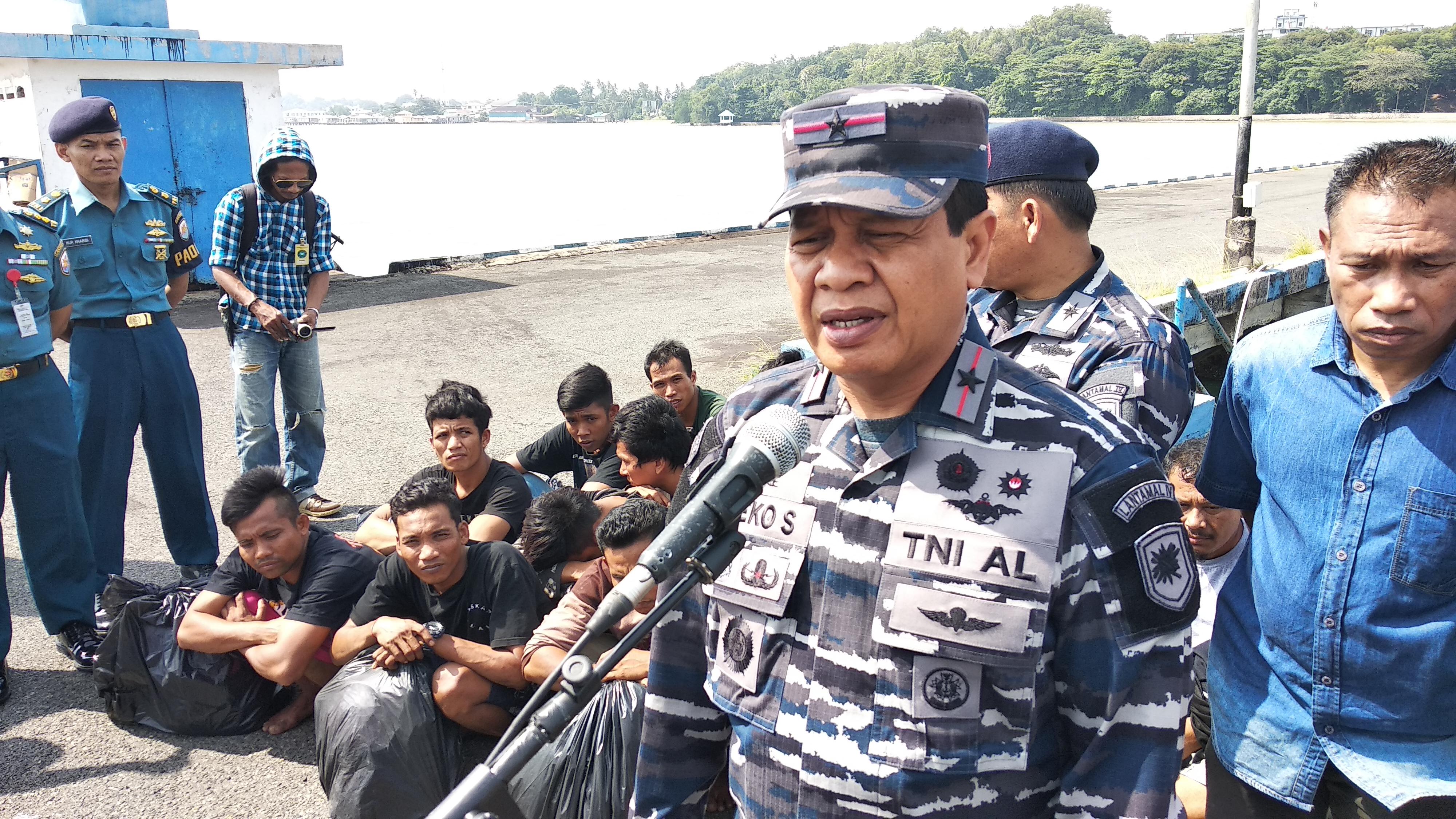 Lantamal IV Tanjungpinang Gagalkan Keberangkatan 12 Calon TKI Illegal ke Malaysia