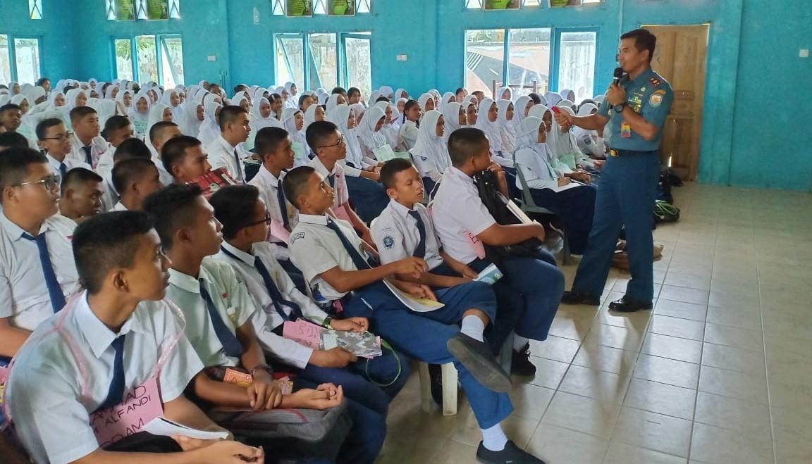 Satkat Koarmada I Laksanakan Sosialisasi Bela Negara di SMA Negeri 1 Bintan