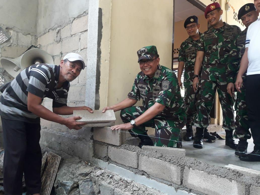 Lantamal IV Perbaiki Fasum di Desa Teluk Bakau