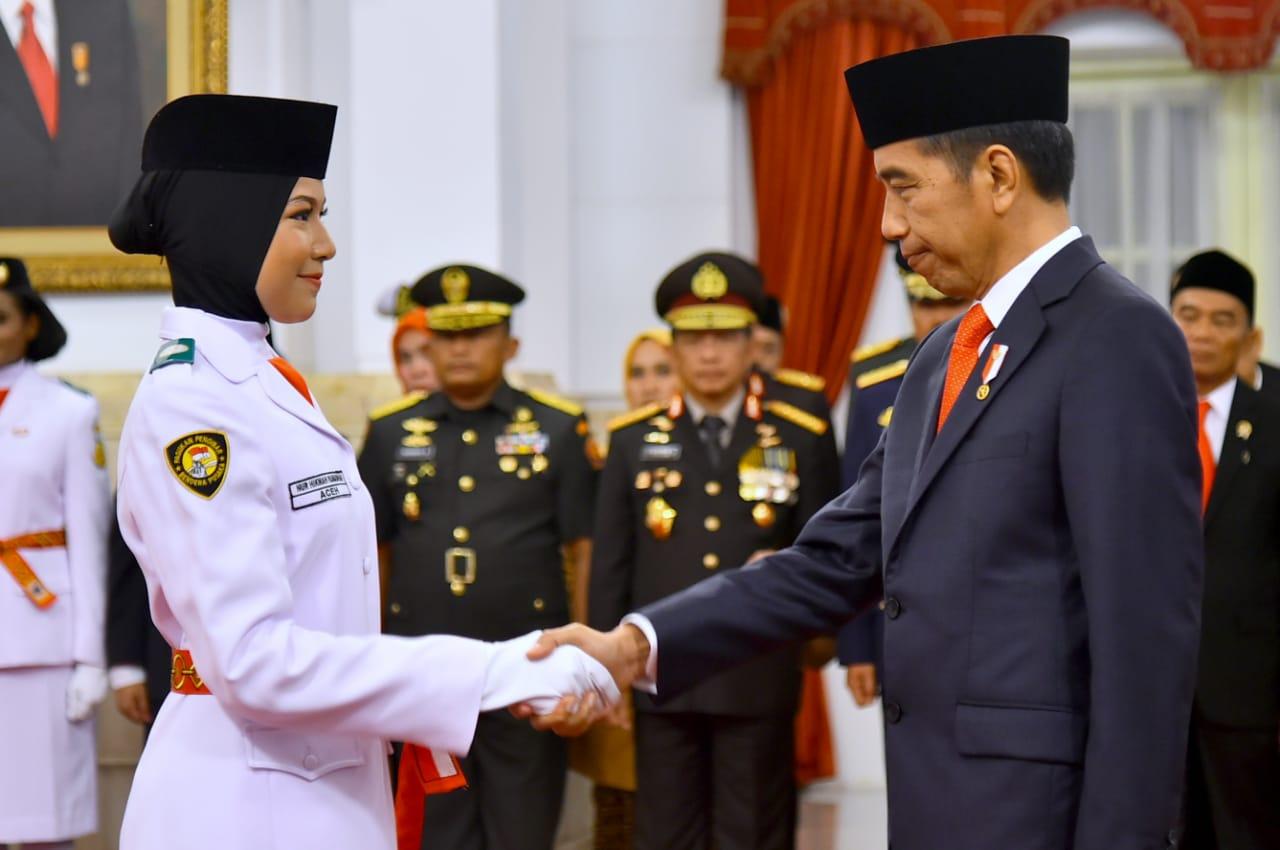 Presiden Jokowi Kukuhkan Anggota Paskibraka 2018 di Istana Negara