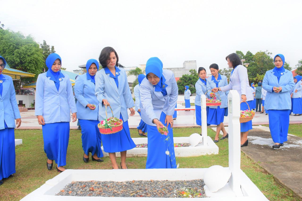 HUT Jalasenastri ke 72, Korcab IV DJA I Tabur Bunga di TMP Pusara Bakti