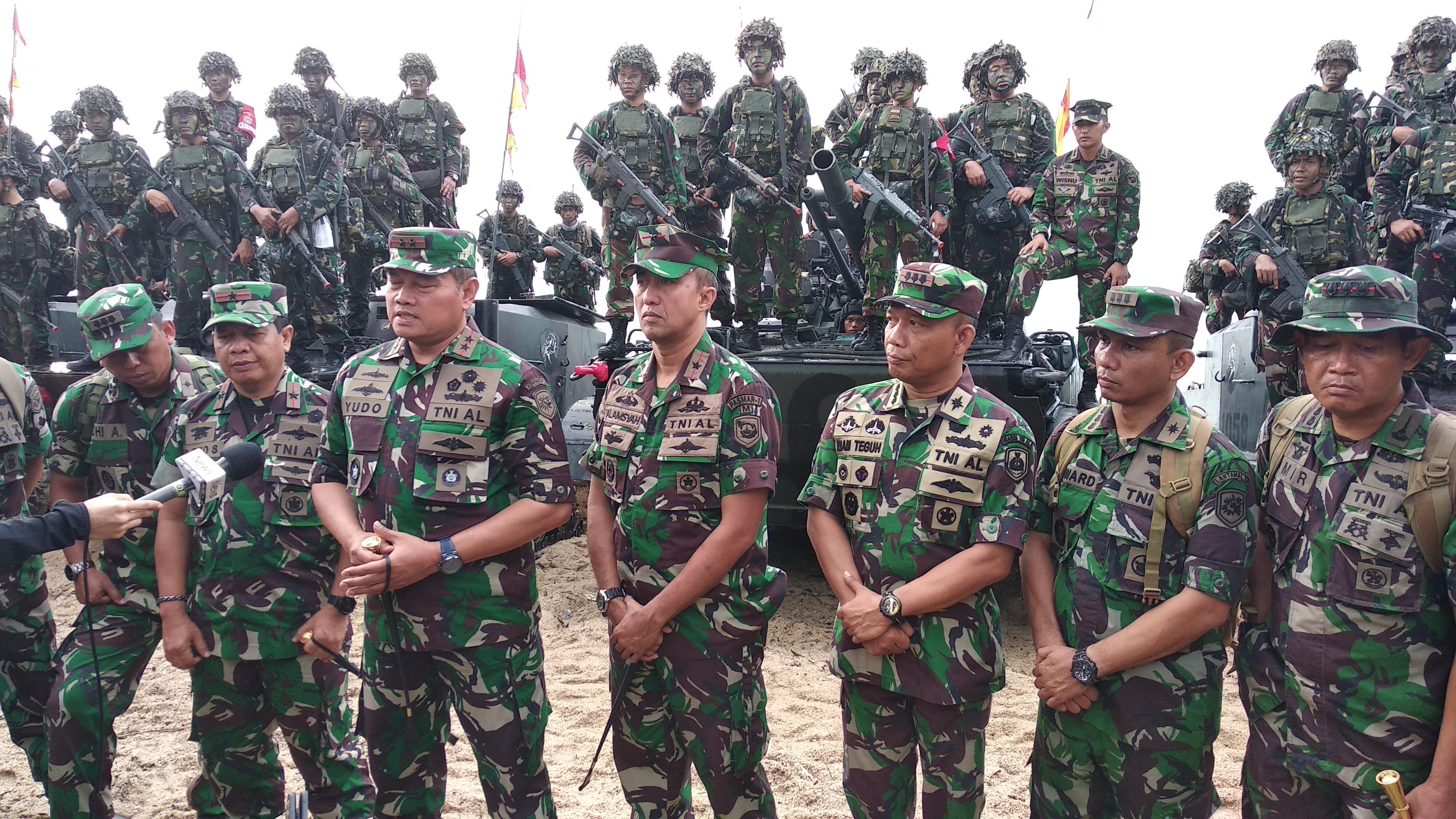 """Ribuan Marinir """"Serbu"""" Pantai Tanjung Todak Dabosingkep"""