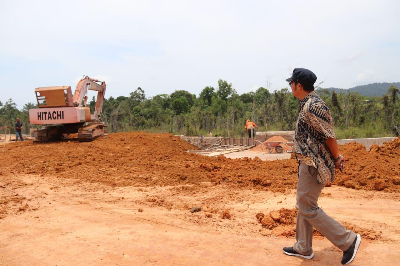 Tinjau Jalan Lintas Timur, Bupati Bintan Pastikan Progres Pembangunan Berjalan Baik