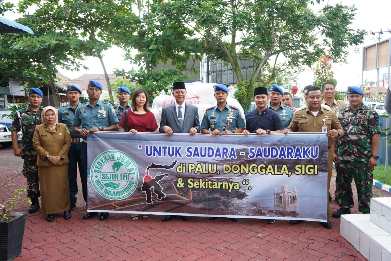 Walikota serahkan bantuan untuk Palu, Donggala dan Sigi