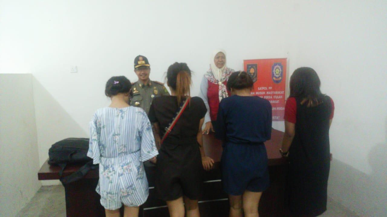 Empat Anak Gadis Dibawah Umur Terjaring Razia Satpol PP di Kamar Hotel