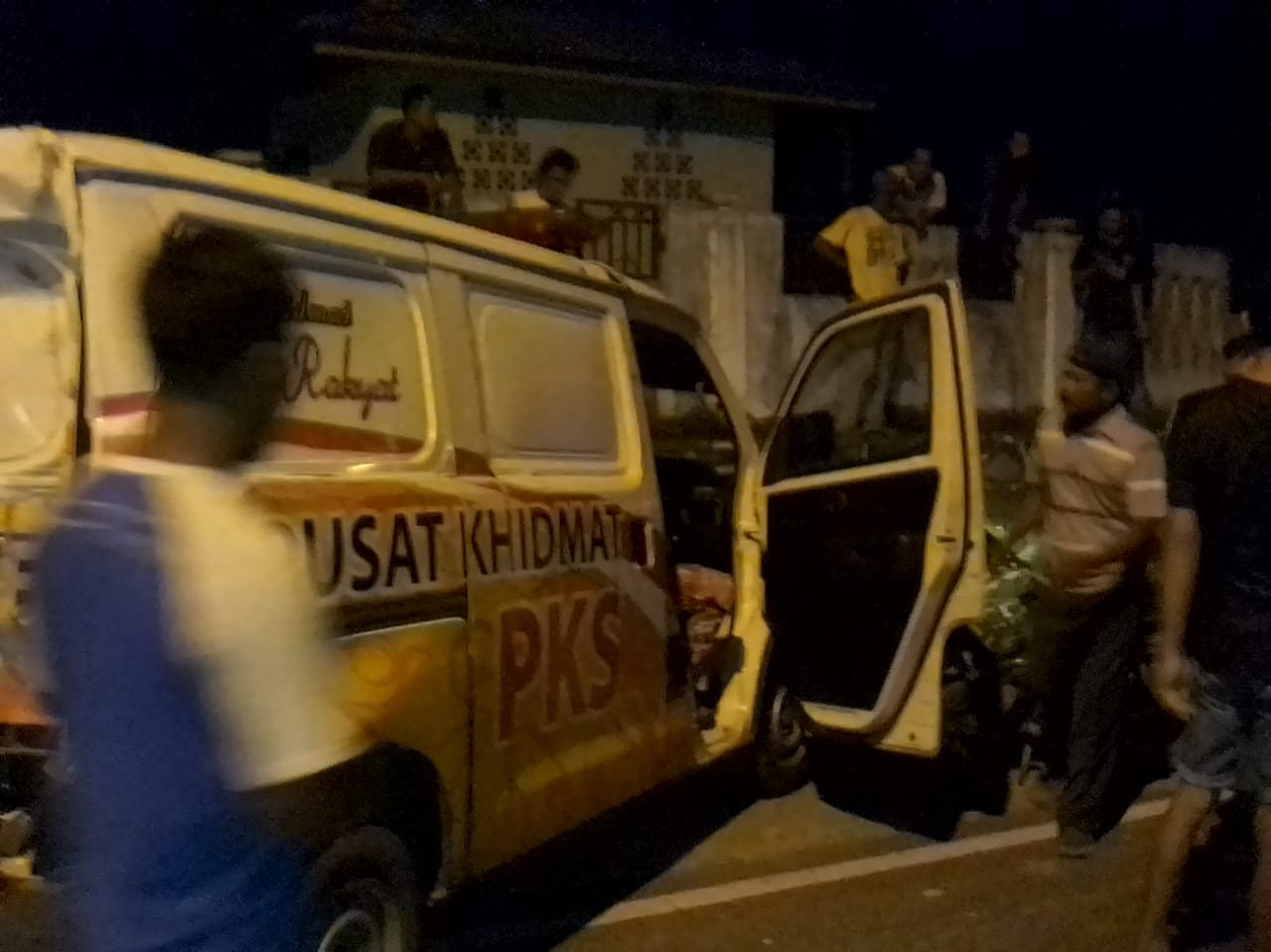 Mau Jemput Jenazah, Mobil Ambulance PKS Nyungsep ke Drainase