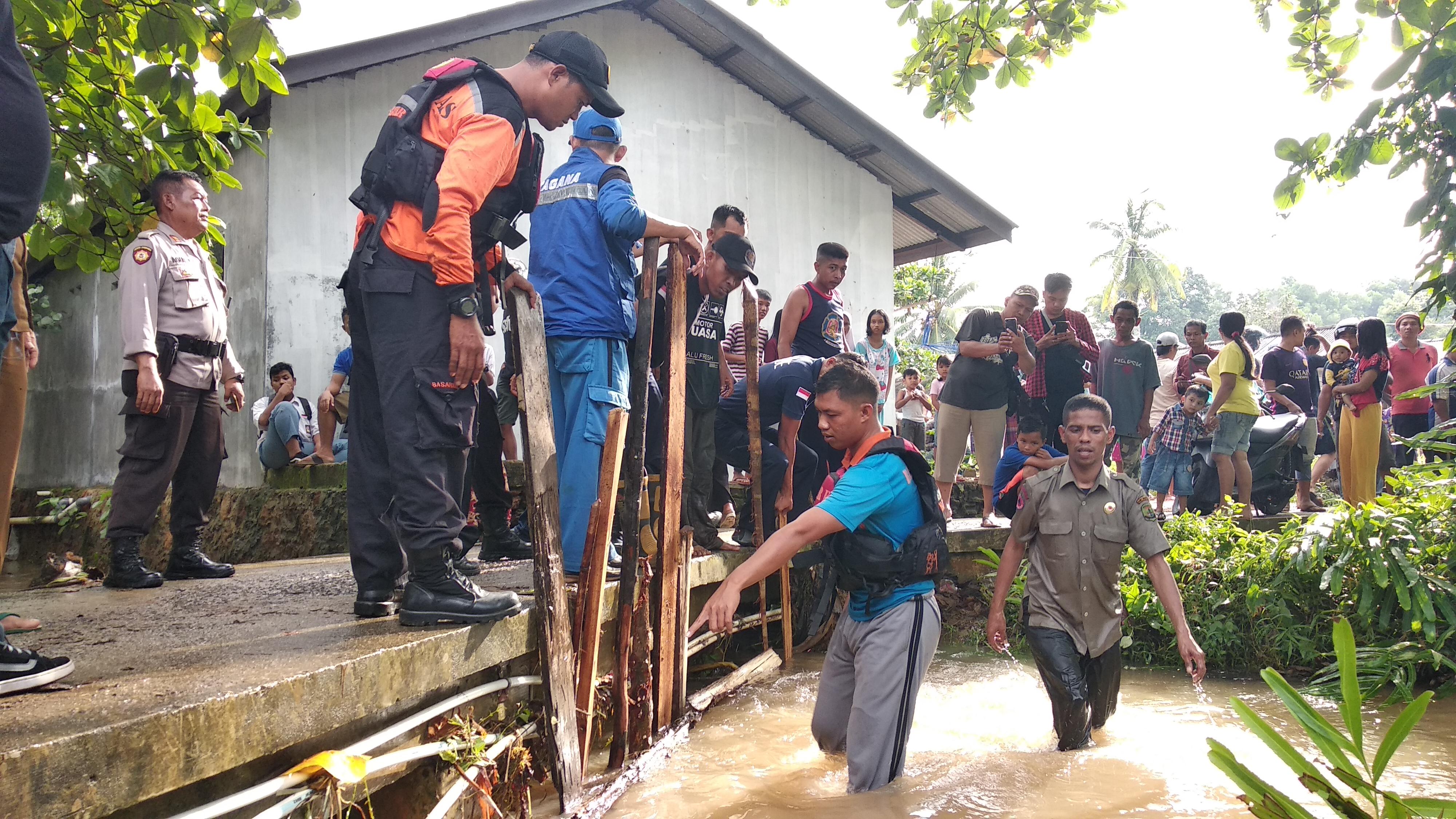 Mandi Hujan, Balita Hilang Terseret Arus Parit di Jalan Kuantan
