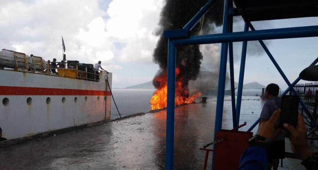 Kapal Bawa BBM Terbakar di Pelabuhan Selat Lampa Natuna, 1 korban Meninggal