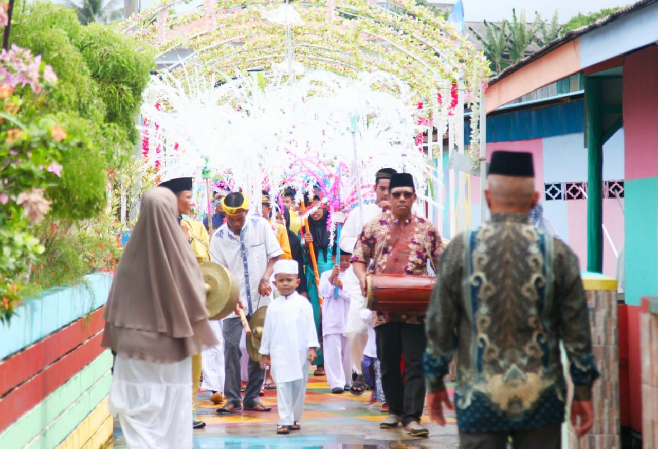 16 Santri TPA Kampung Pelangi Khatam Al-Qur'an