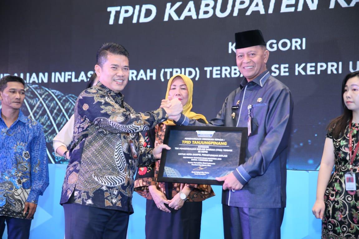 Walikota Terima Penghargaan Stakeholder Award dari Bank Indonesia sebagai TPID Terbaik Se-Kepri