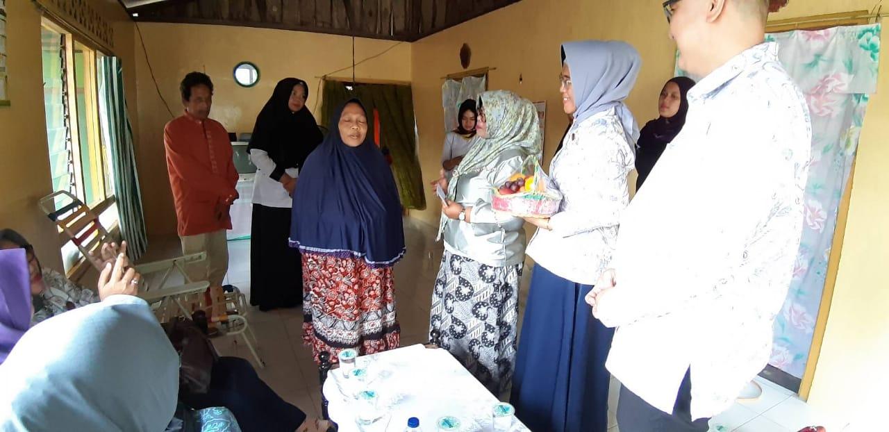 YKI Kunjungi Penderita Kanker Payudara di Penyengat ...