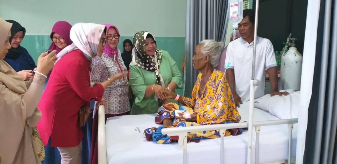 YKI Kunjungi Penderita Kanker di RSUD - DATAKEPRI.com