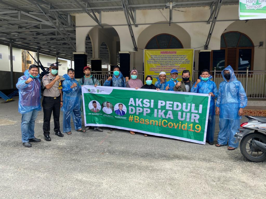 Berupaya Putus Rantai Penyebaran, DPP IKA UIR Kembali Lakukan Penyemprotan Desinfektan