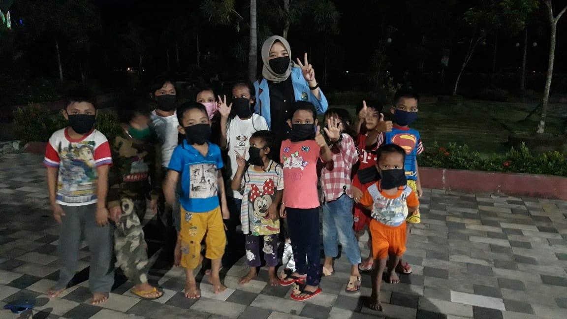 Mahasiswa Unri Lakukan Pembagian Masker di Wilayah Tanjungpinang Barat