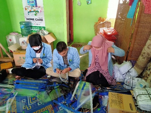 IPKKI Dan Mahasiswa UNRI selenggarakan Pengepakan Bantuan Alat Pelindung Diri.