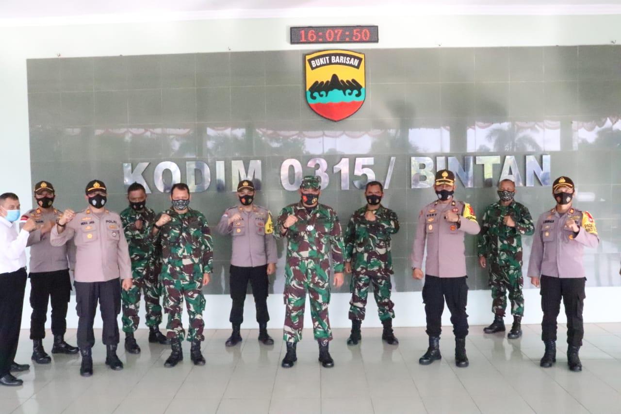 HUT TNI Ke 75, Dandim 0315/Bintan dapat Kejutan dari Polres Tanjungpinang