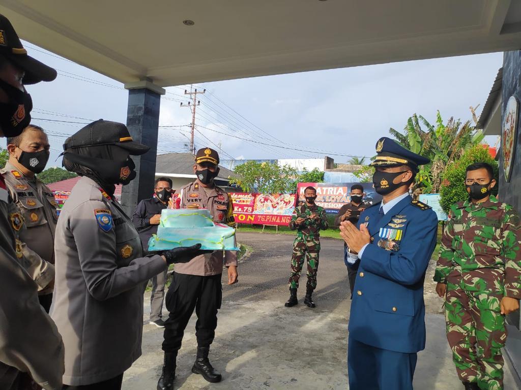 KEJUTAN DARI POLRES TANJUNGPINANG DI HUT TNI KE-75