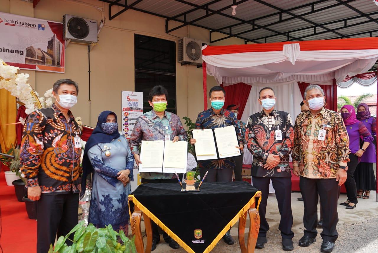 Rahma Resmikan Kantor Kas Bank Riau Kepri di Kantor BPKAD
