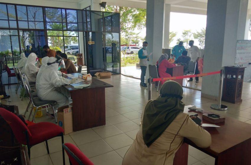 Ikuti Paripurna Istimewa HUT Kepri ke-18, Sekretariat DPRD Prov. Kepri Rapid Tes Semua Panitia dan Pegawai Pelaksana DAERAH