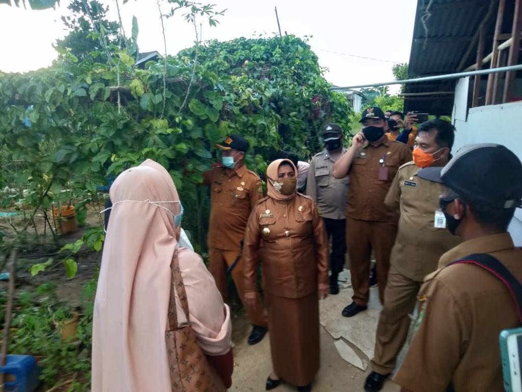 Walikota Kunjungi Warga Kampung Bugis yang Tersambar Petir