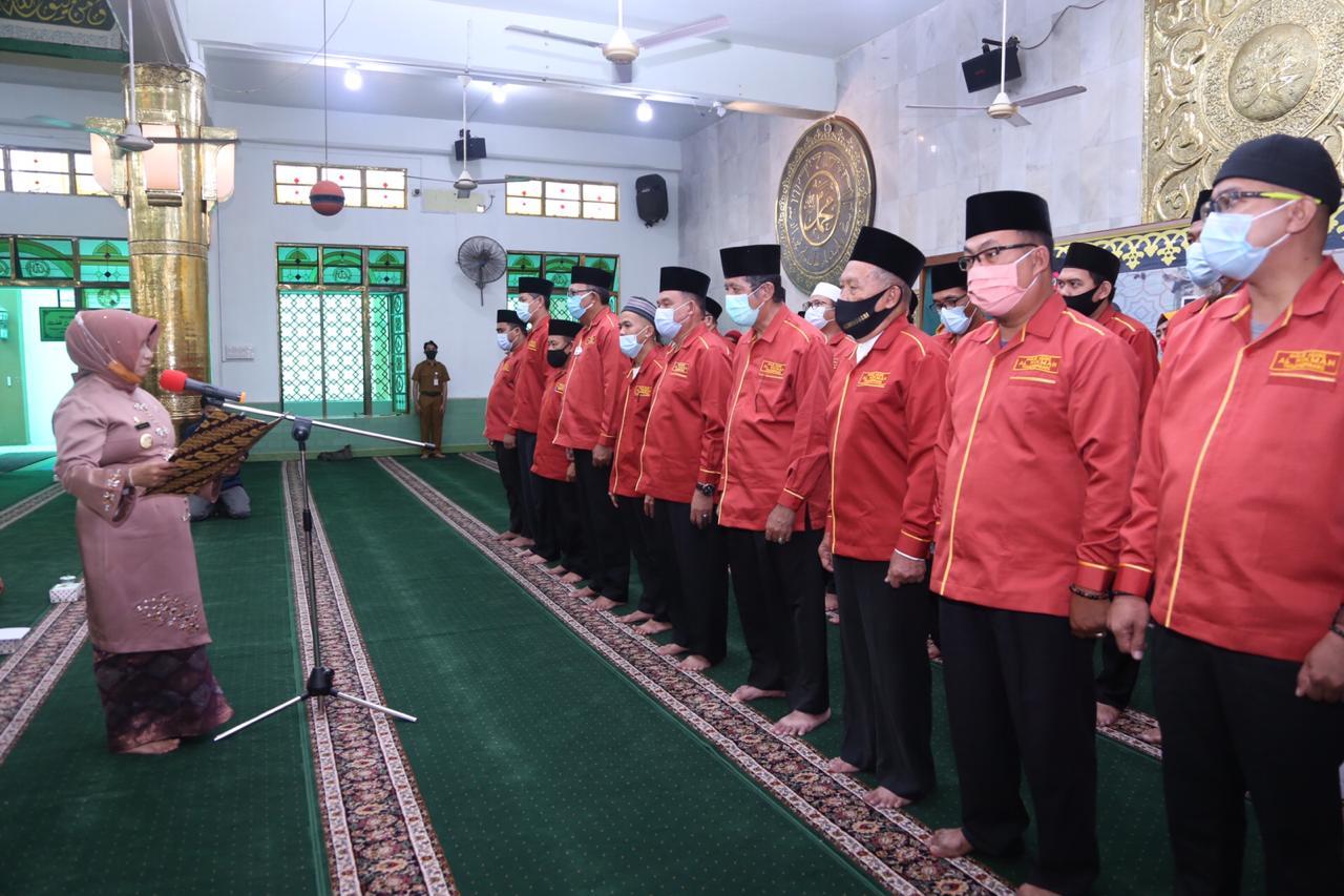Walikota Lantik DKM Masjid Agung Al Hikmah dan Resmikan ATM Beras