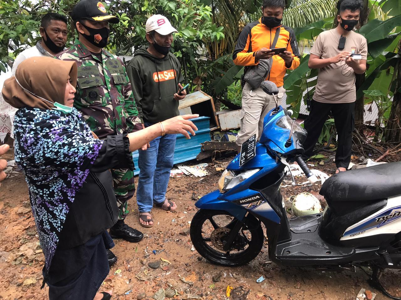 """3 Unit Motor Tertimbun Longsor di Kemboja, Rahma : """"Segera Kita Perbaiki"""""""