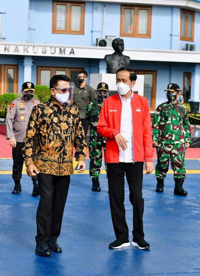 Walikota Kembali Serahkan Kartu Pelanggan Gas 3 Kg di Kelurahan Tanjung Ayun Sakti