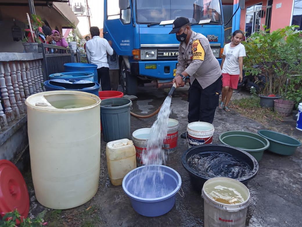 Kemarau Melanda, Polsek Tanjungpinang Timur Tidak Tinggal Diam