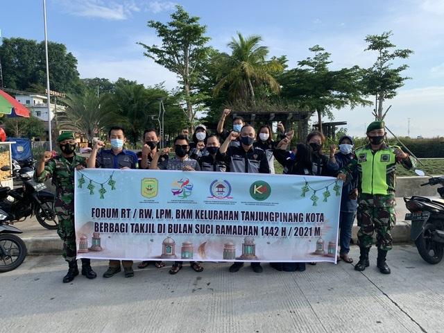 Forum RT/RW Kelurahan Tanjungpinang Kota Berbagi Takjil