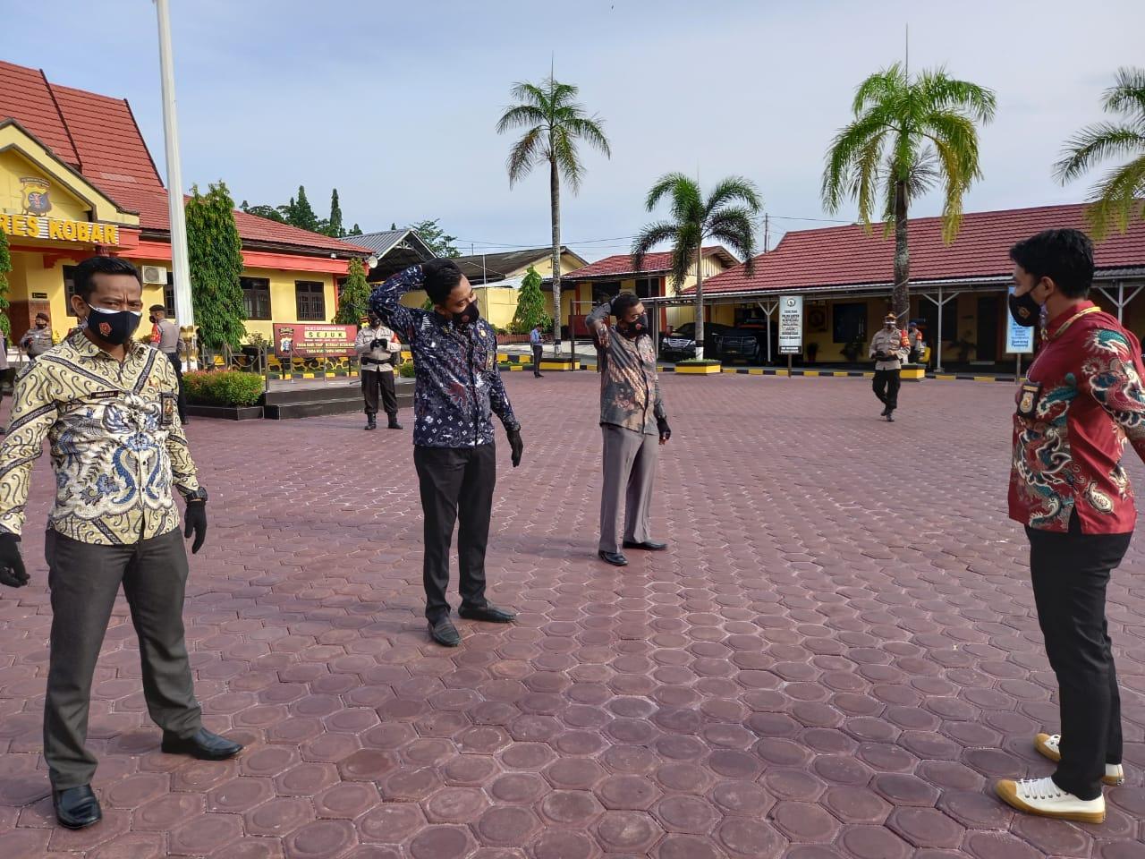 Barat Melaksanakan Olahraga Pagi di Halaman Polres Kotawaringin Barat