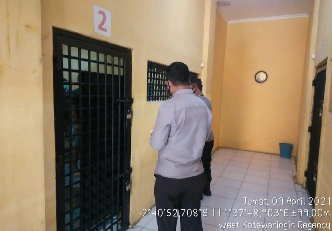 KA SPKT Cek dan Kontrol Ruang Tahanan Polres Kobar, Pastikan Ruang Tahanan Aman