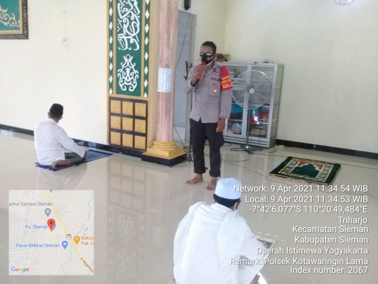 Himbauan Protokol Kesehatan dilakukan oleh Petugas Polsek Kolam Sebelum Pelaksanaan Ibadah Shalat Jumat