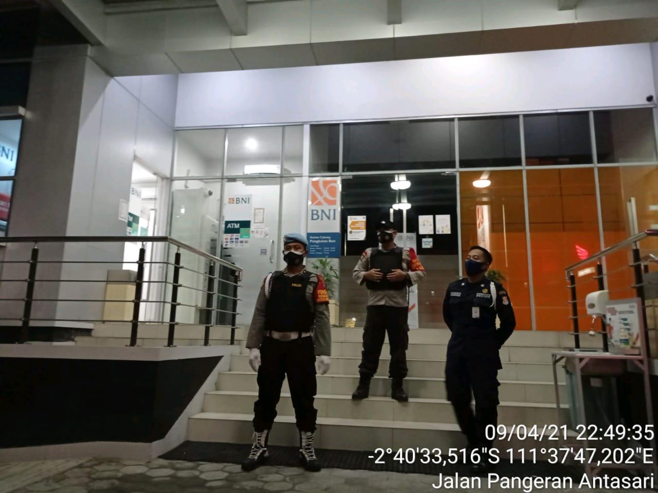 Patroli Malam Polsek Arsel Sambangi Bank BNI Pangkalan Bun