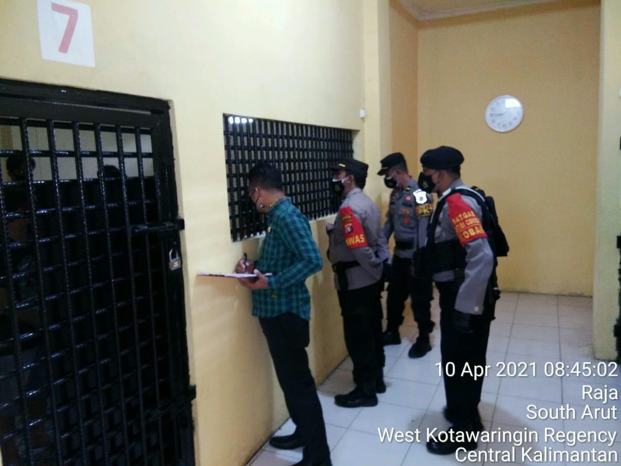 Serah Terima Tugas Jaga Pawas Cek Tahanan Dan Kontrol Kesehatan Tahanan