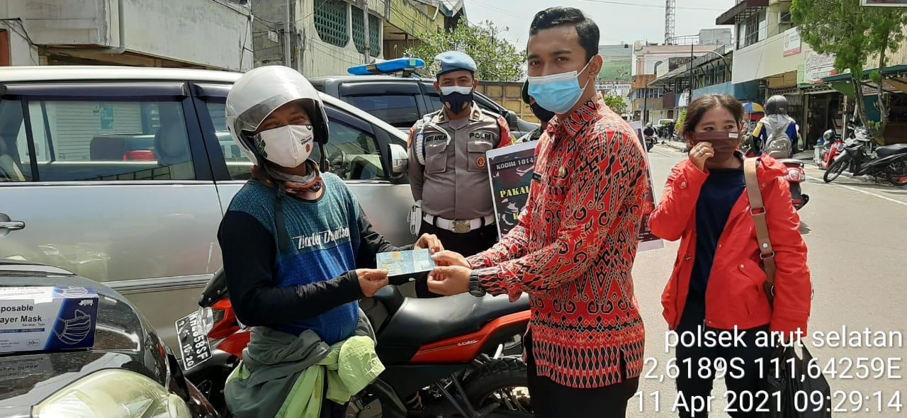 Terus Aktif, Anggota Polsek Arsel Bersama TNI Gencar Laksanakan Ops Yustisi