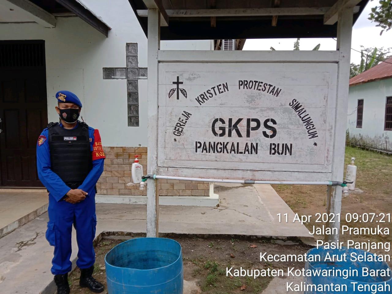 Aipda Roni Melakukan Pengamanan Ibadah Minggu Di Gereja GKPS